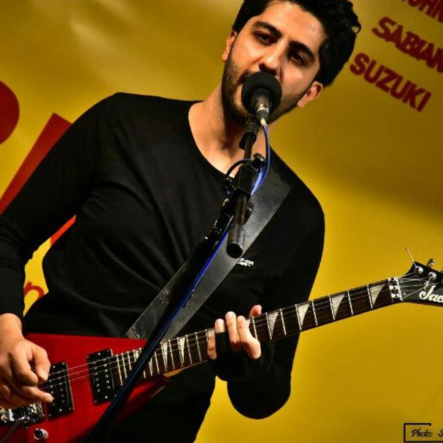 علی زحمتکش . مدرس گیتار و آواز . آموزشگاه موسیقی فریدونی