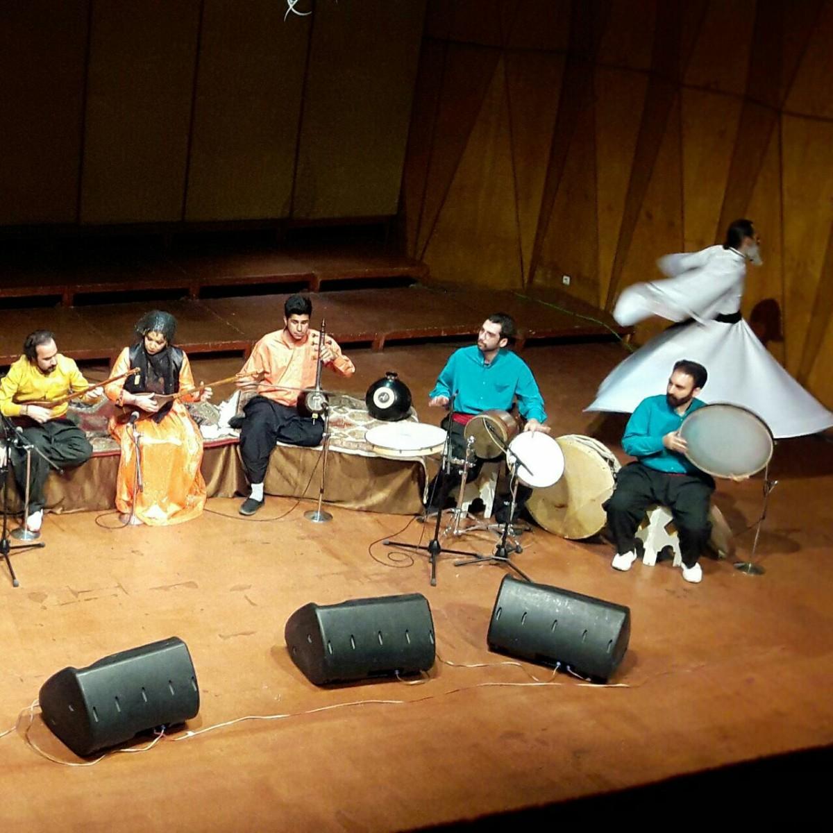 گروه تنبور نوازان چریکه .  جشنواره موسیقی فجر . همراه با رقص سماع .  کردی . سرپرست گروه سلمان حسینی